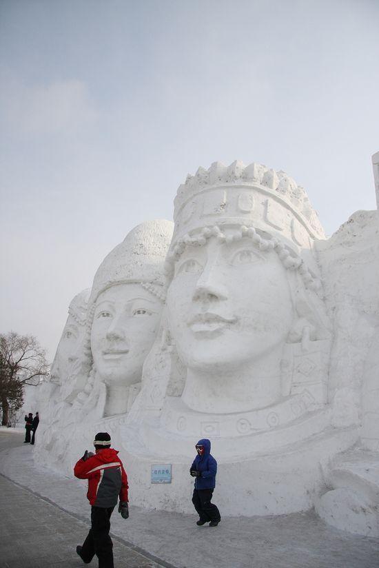 king and queen snow sculpture #snowSculpture #snow #winter #sculpture #face
