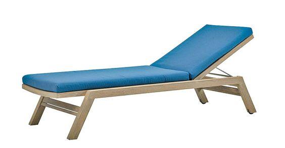 Chaise longue de 200 x 71 cm, uniquement disponible en teck décapé. ©Ethimo