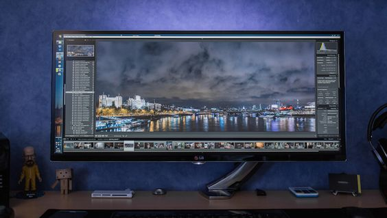 "Big-Ass Screen: LG's Envy-Inducing 34"" Monster Monitor"