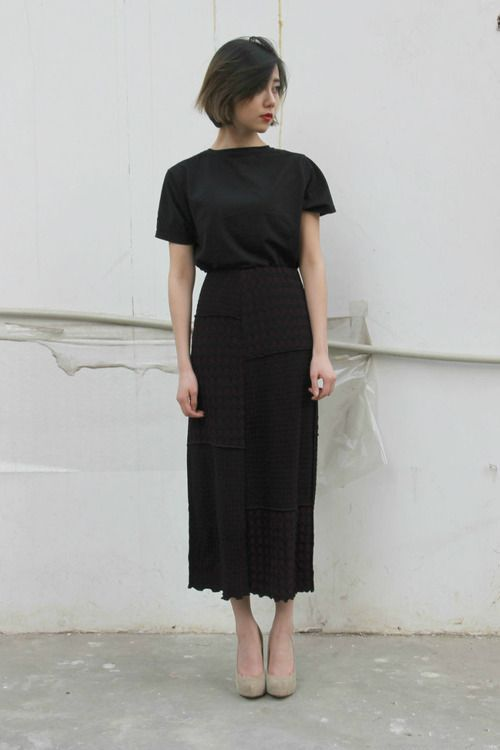awesome 5 stylish ways to wear a plain black t-shirt
