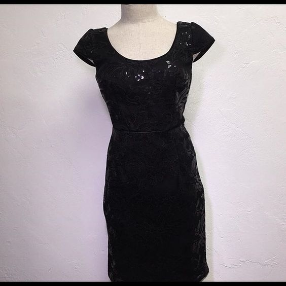 Aidan Mattox Black Mesh Tech dress! Size 6 Black Above the knee Mesh floral sequins dress! Size 6! Only worn once! Like new! Aidan Mattox Dresses Midi