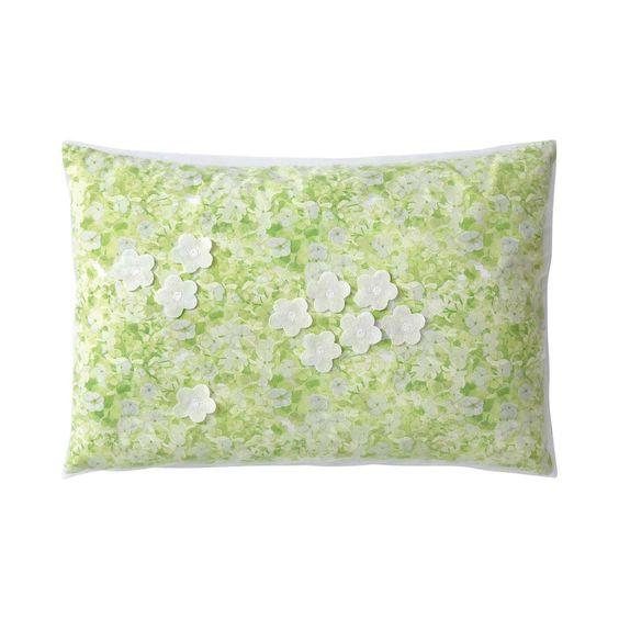 #EtreVert #YvesDelorme Linge de lit #boudoir en percale imprimée 80 fils/cm² et tulle, fleurs piquées 30x40cm