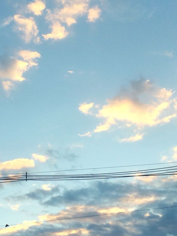 Here's the sky i took ehh the clouds looks kinda nice i guess☁️
