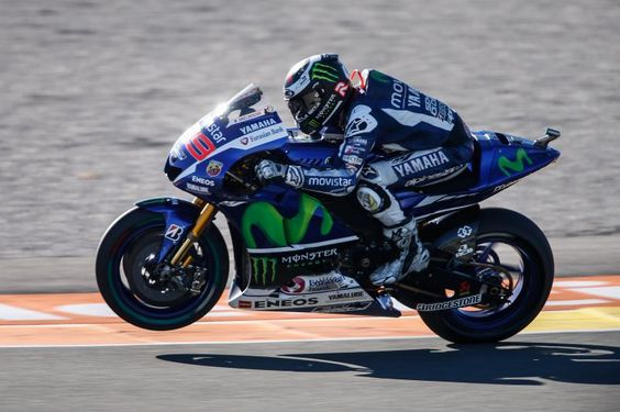 Jorge Lorenzo foi o mais rápido no primeiro dia do Grande Prémio Motul da Comunidade Valenciana. Jorge Lorenzo (Movistar Yamaha MotoGP) parou o cronómetro em 1:31,111s na segunda sessão de livres e...