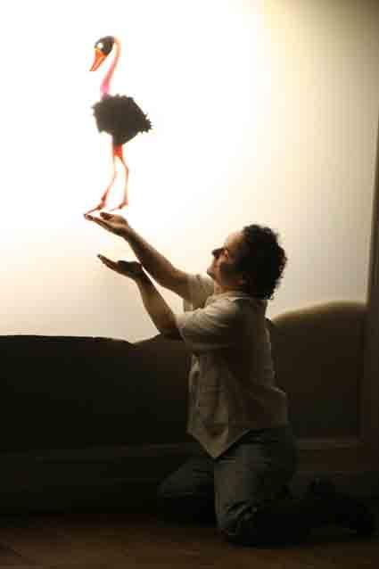 """Com quatro atores-manipuladores, música original criada por Pedro Paulo Bogossian, cenografia e figurinos de André Cortez, A CORTINA DA BABÁ é a primeira experiência do SOBREVENTO com o Teatro de Sombras. Partindo da forma tradicional chinesa, aprendida com Liang Jun – diretor da maior companhia de Teatro de Sombras da China – o espetáculo chega...<br /><a class=""""more-link"""" href=""""https://catracalivre.com.br/geral/rede/barato/a-cortina-da-baba-entra-em-cartaz-no-espaco-sobrevento/"""">Continue…"""