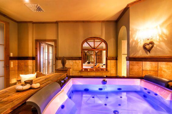 Entspannung ist im neuen Whirlpool im Hotel Preidlhof in Naturns garantiert. Schönste Farben, edle Hölzer und stimmungsvolle Musik sorgen für Wohlbefinden.