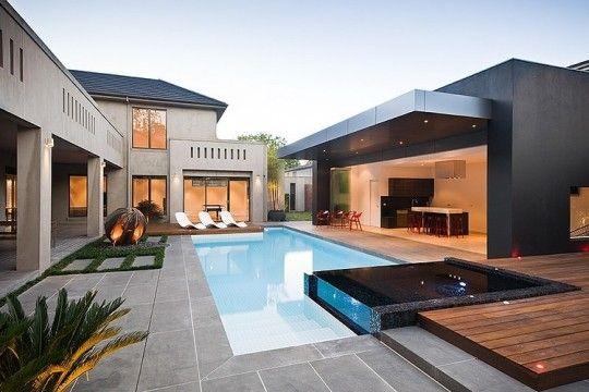 Esterni di lusso con piscina