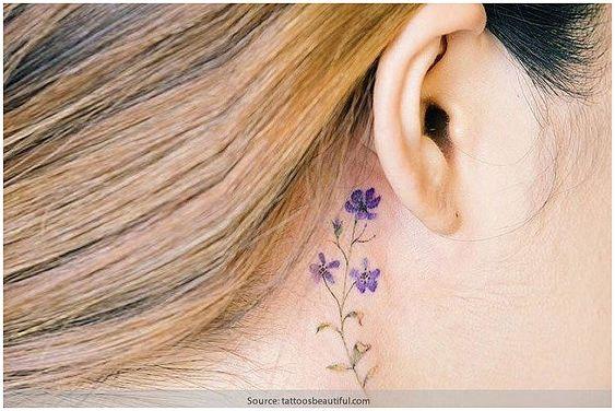 Kulak Arkasında Mor Çiçek Figürü Kadın Moda Ve Kombinler