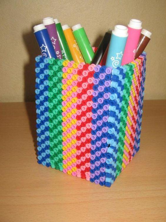 Boite à crayon perles - hama beads -Création réalisée par : libellule3592