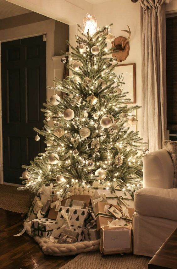 60+ Chic Christmas Tree Decorating Ideas That Will Bring Cheer        The Christmas tree is the focal point of the most beautiful celebration of the year. With a well-grown tree and its spicy scent, you can bring a little piece of the winter forest into your beautifully decorated home. Decorating the green twigs together with Christmas tree decorations is not just a popular custom, it turns the natural fir into a festive accessory. Give your tree your own personal touch ...
