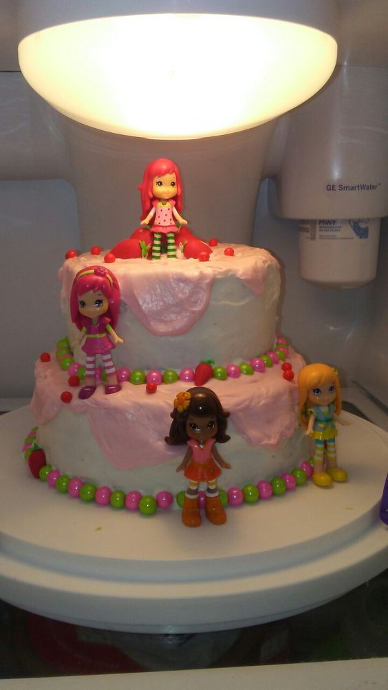 Strawberry shortcake and friends cake