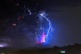 智利火山半世紀以來首噴發 疏散5千人 - Yahoo奇摩新聞