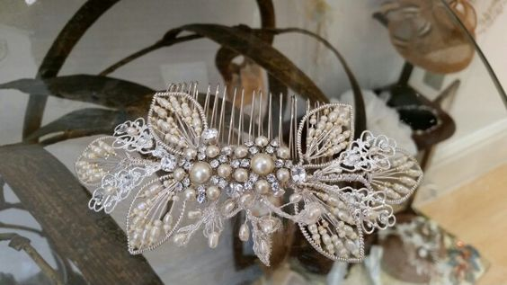 Pearls and filigree details for a feminine and vintage look ...