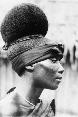 EPIC! // Vintage African hair. What's old is new again! Wonder what year this was taken...