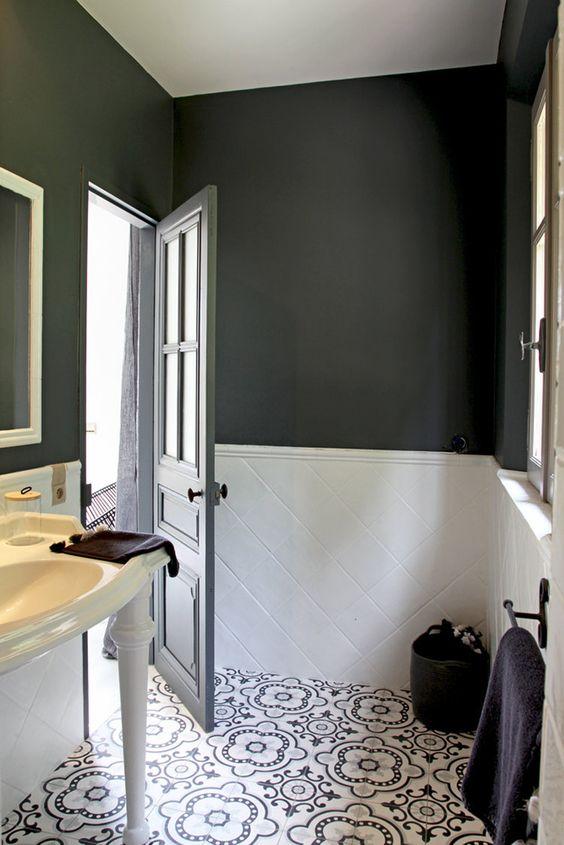 Salle De Bain grande salle de bain contemporaine : Petite salle de bains contemporaine sombre | Journal des Femmes ...