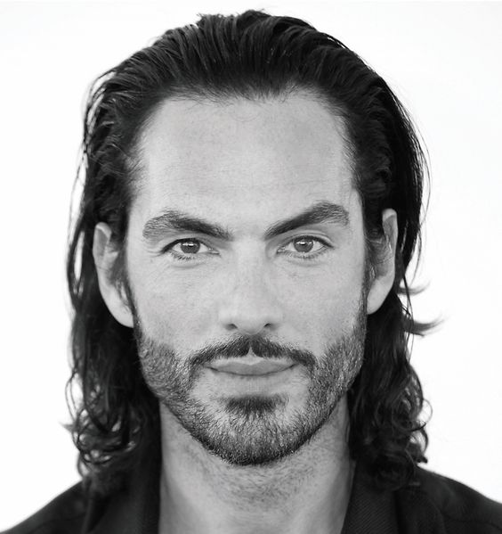 Sommer, Sonne,Meer & Haare.Wie ihr eure Haare gesund und geschützt durch den Sommer bringt verrät Moroccanoil-Ambassador Antonio Corral Calero im Interview.