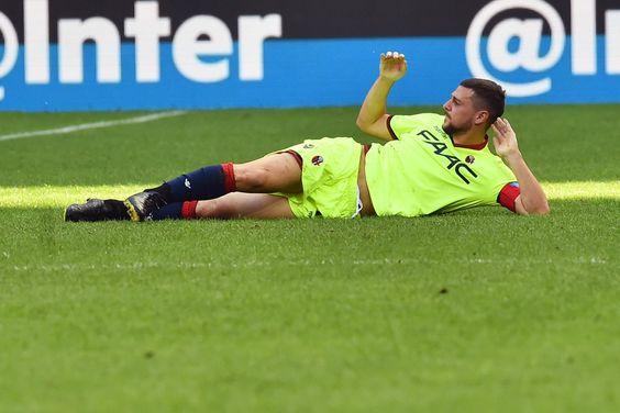 "Bologna's forward from Italy Mattia Destro lays on the pitch during the Italian Serie A football match Inter Milan vs Bologna at ""San Siro"" Stadium in Milan on September 25,  2016.   / AFP / GIUSEPPE CACACE"