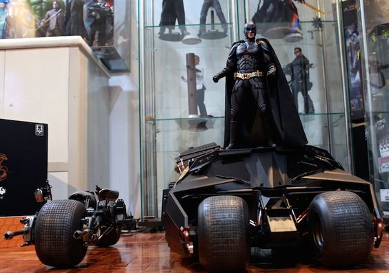 New The Dark Knight toys from Hot Toys(tm). Not into this line of collectibles, but you've got to appreciate the craftsmanship and detail they into each piece.