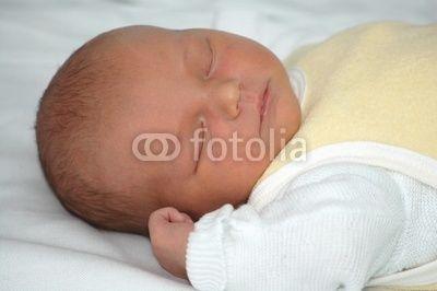 Sleeping New born © lisalucia