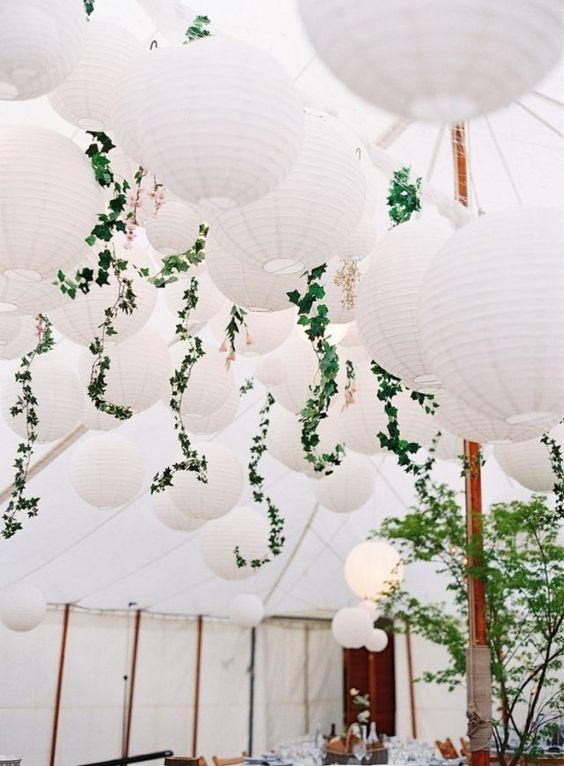 Un plafond de lampions: