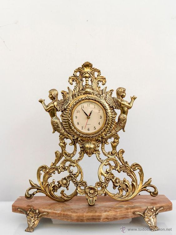 Reloj rococó en bronce y peana de mármol- 42 x 41 Años 70- El Desván de Bartleby C/.Niebla 37. Sevilla