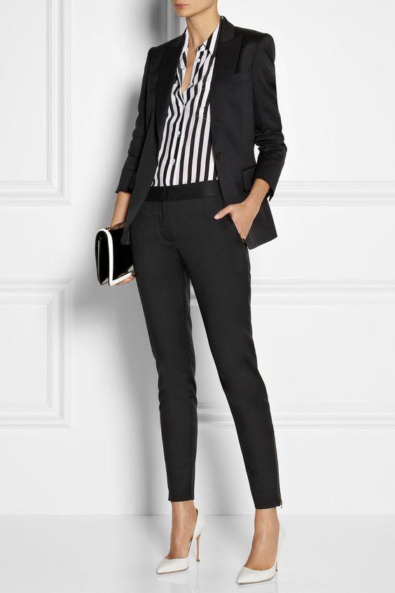 Look PB básico e elegante de trabalho: Terninho preto, camisa listada PB e scarpin branco: