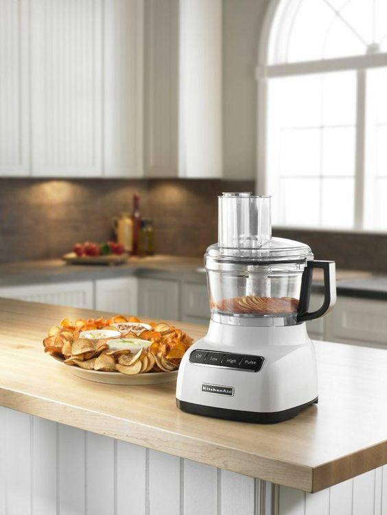 These newly designed 7-cup food processors feature an adjustable slicing blade and variable speeds that adds innovation to food processing. The specially engineered speeds and adjustable slicing disc process foods with ultimate precision