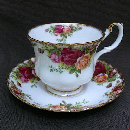 tasse en porcelaine anglaise royal albert le th. Black Bedroom Furniture Sets. Home Design Ideas