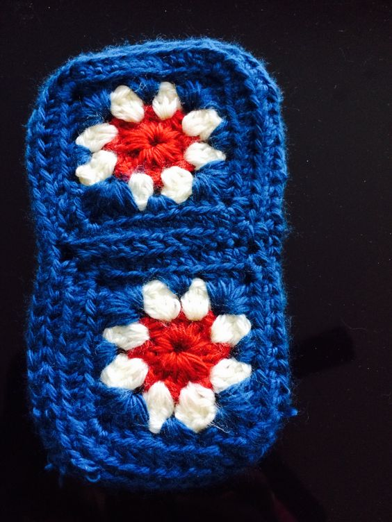 Cell phone case -crochet