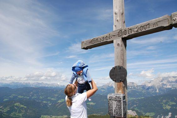 Gipfelkreuz Wandern mit Baby Wanderlust