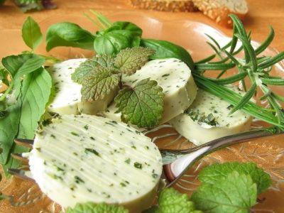 ★  SALSAS BLANCAS Mantequilla con Hierbas Haz tu propia mantequilla con hierbas y dale sabor a tus platillos, pan, etc.!