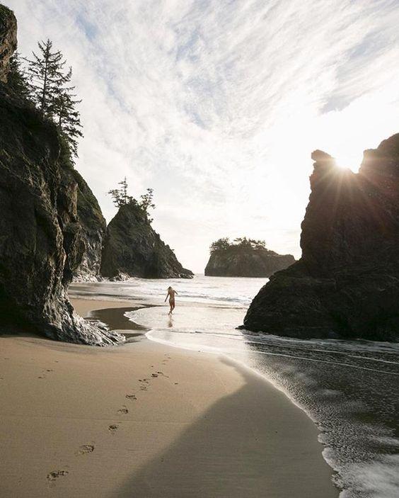 Footprints in the sand 👣 (📷: @josiahwg)