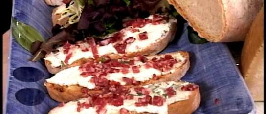 Little Toasts with Ricotta and Salami: It S Italian, Seasons 15, Italian Appetizers, Ricotta Salami, Salami Crostini, Appetizers Antipasti, That S Italian, Toast, Bruschetta Recipes