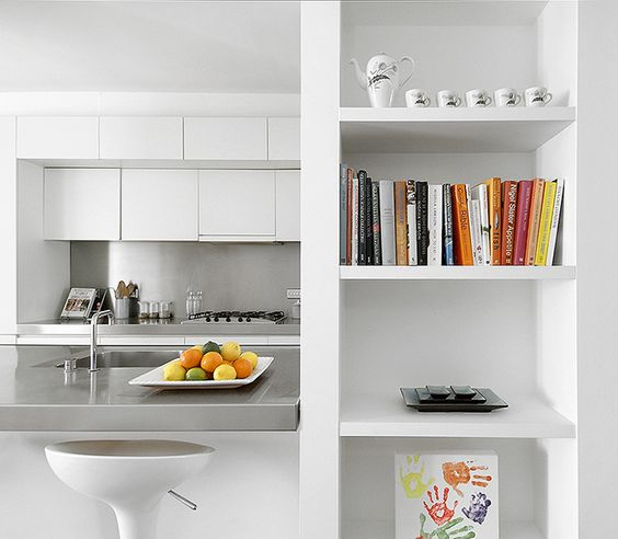 Contemporary family kitchen in steel and minimalist built in units