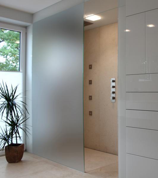 Walk In Dusche Luxusfeeling Im Bad Duschwand Aus Glas Duschen Auf Mass Von Glasprofi24 Badrenovieren Luxusbad Barrierfrei Duschwand Walk In Dusche Dusche