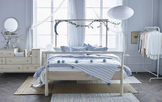 Foto eines hellen, luftigen Schlafzimmers