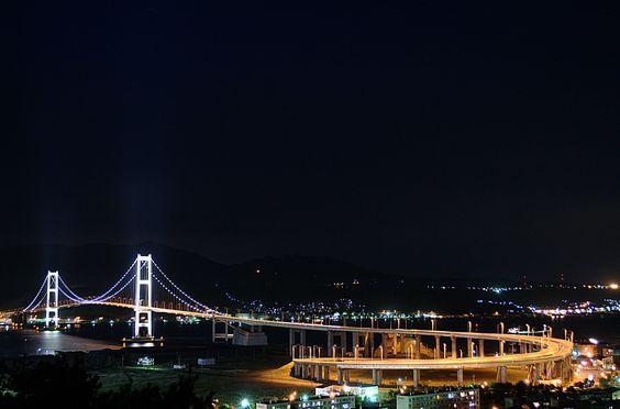 白鳥大橋、室蘭。  Hakuchō Bridge, Muroran (Hokkaido)  by Takashi Hari