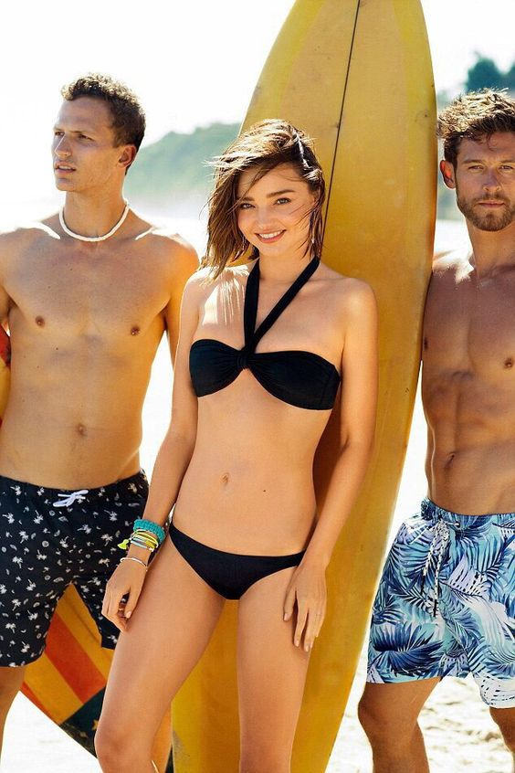 Collection of swimwear Bonds Australian supermodel Miranda Kerr continued to cooperate with the beachwear brand Bonds. This time, she starred in the promotional campaign for the stunning and incredibly beautiful new collection of swimwear. Miranda shows isolated and fused swimsuits that accentuate her slender perfect figure. On the bright photoshoot in Malibu Kerr posed in a bright bikini swimsuit-halterah and sports models for surfing. The collection will go on sale in September 2016.