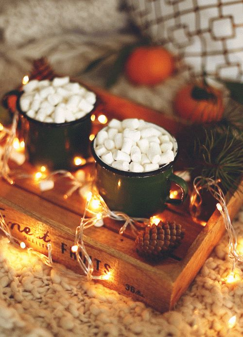 sparklychristmas:  wherethecontrailsgo:  soon on my Kitchen Ghosts blog & more!    ❅❆❄Spreading Christmas Cheer❄❆❅