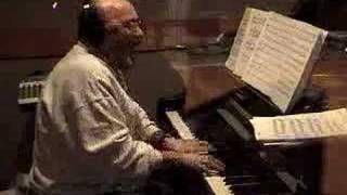 Seguimos recordando al maestro Eddie Plamieri. Brian Lynch/Eddie Palmieri: The Palmieri Effect, via YouTube.
