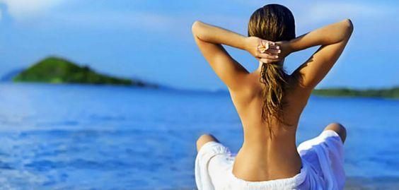La exposición prolongada al sol debilita el cabello en verano, lo decolora, lo reseca, lo vuelve poroso, frágil y quebradizo. Podemos evitar estos daños.