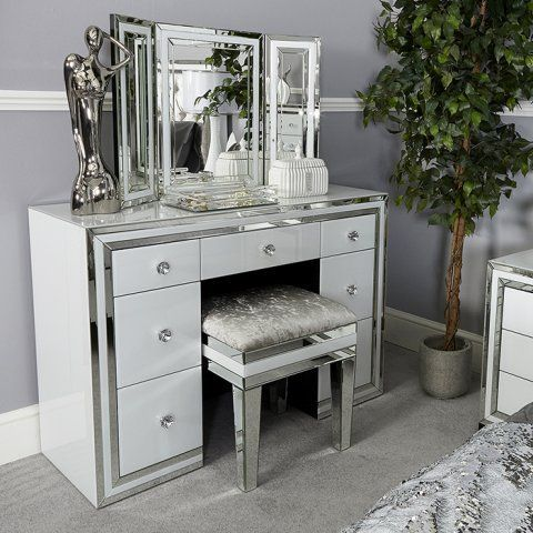 Mirrored Dressing Table For Better Command On Applying Make Up