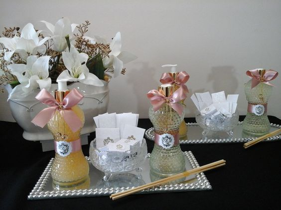 Kits toillets produzidos por Mônica Guedes