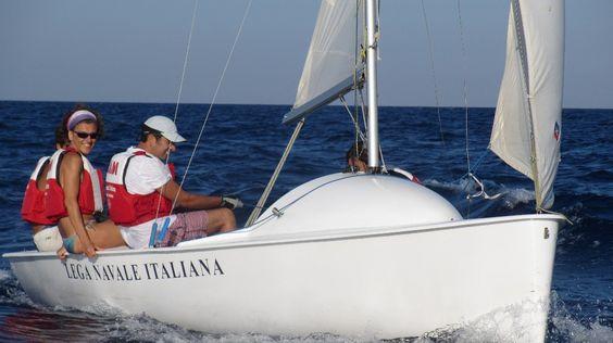 Luglio 2012. Una vacanza per tutta la famiglia nella nostra splendida isola, vivendo il mare non solo dalla spiaggia potrete scoprirne regole e meraviglie in barca a vela con i nostri istruttori qualificati.
