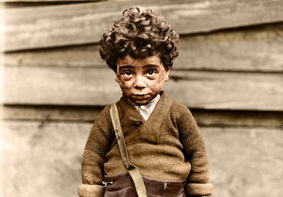 O trabalho infantil foi proibido nos EUA somente depois que essas fotos foram publicadas. Havia coisas terríveis há 100 anos!