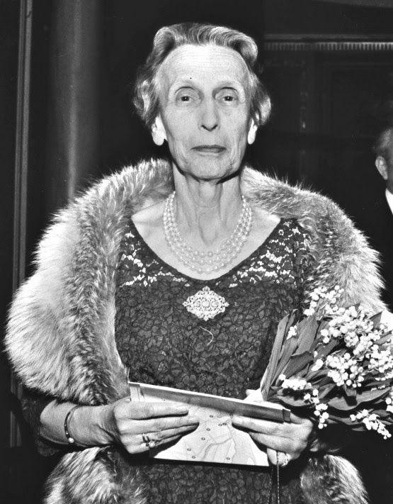 H.M. Queen Louise of Sweden, née Princess of Battenberg  (1889-1965)