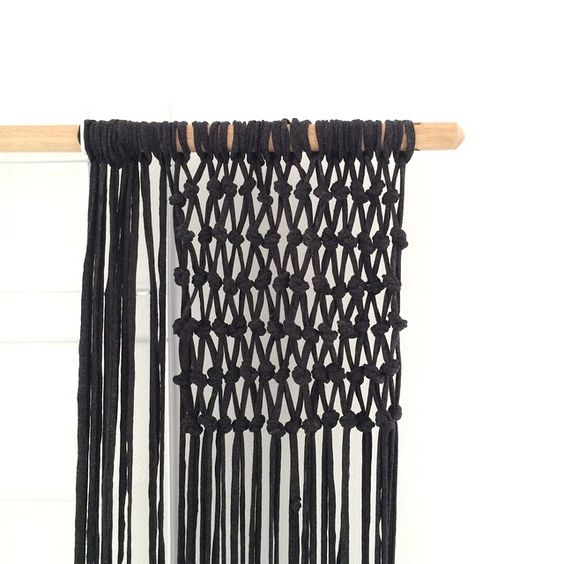 Making a curtain for @margrietdleeuw using a broomstick and fabric yarn of the Action #gezienopvtwonen @vtwonen