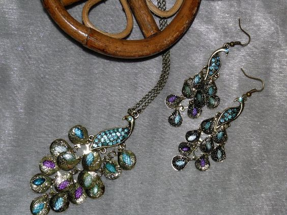 Pretty Peacock necklace and earring set $15.95