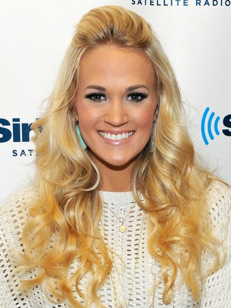 Carrie Underwood textured blonde curls with teased front section #hairstyle #beauty #wedding