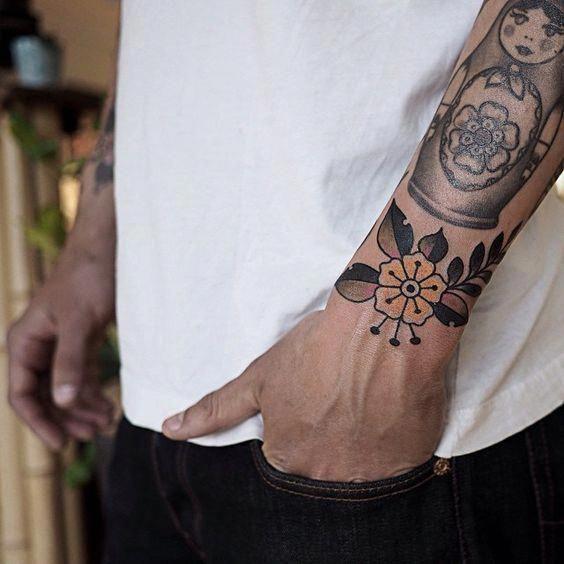 Flower Tattoos Men Floralwristtattooguys Traditional Tattoo Flowers Traditional Tattoo Tattoos